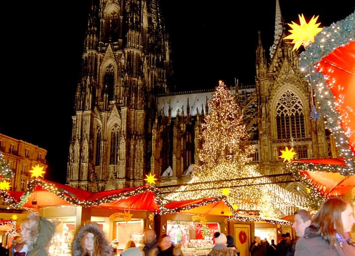 Weinachtmarkt vor dem Kölner Dom